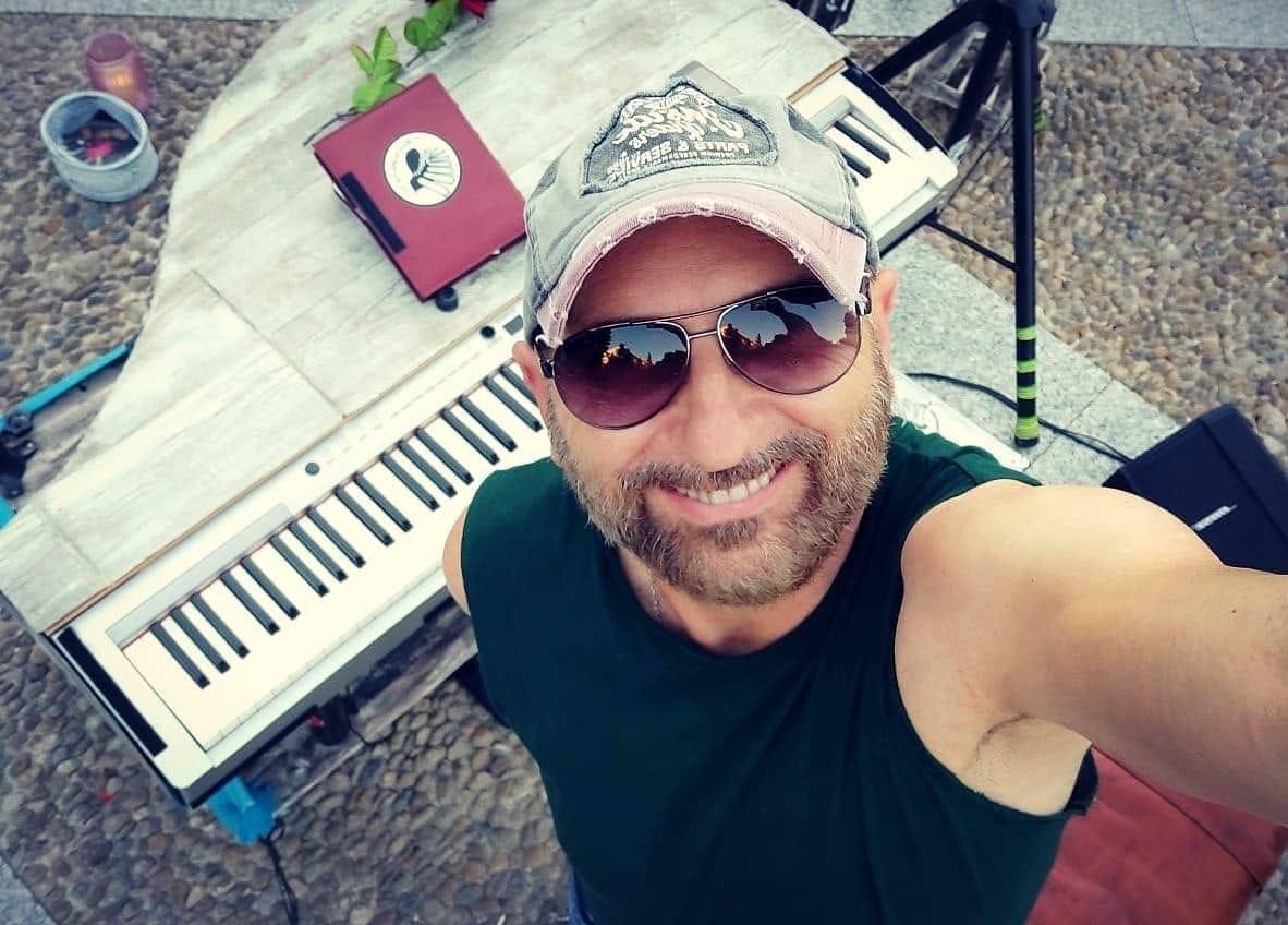 Actuación de El Pianista Callejero en la Cantina del Titi - El Bartolo