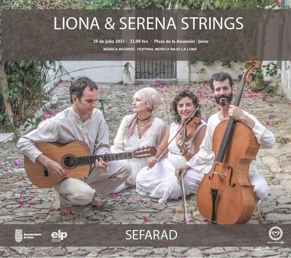 Actuación de Liona & Serena String en la Plaza de la Asunción