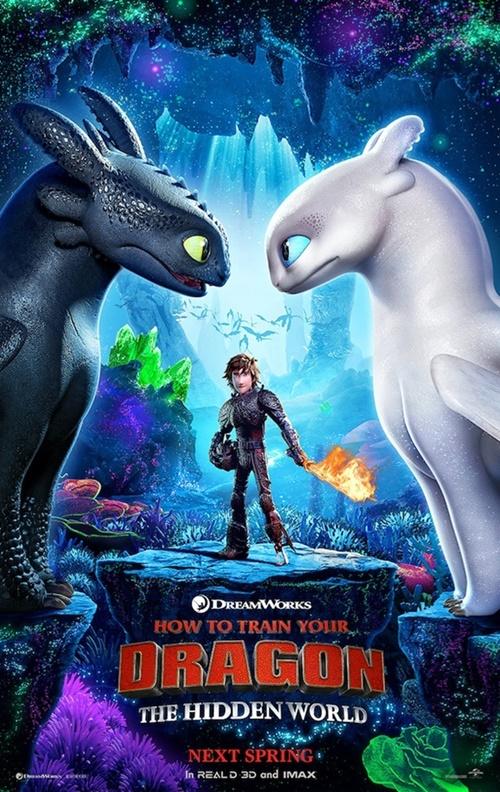 Cine 'Como entrenar a tu dragón' en el patio de almacenes de La Chanca