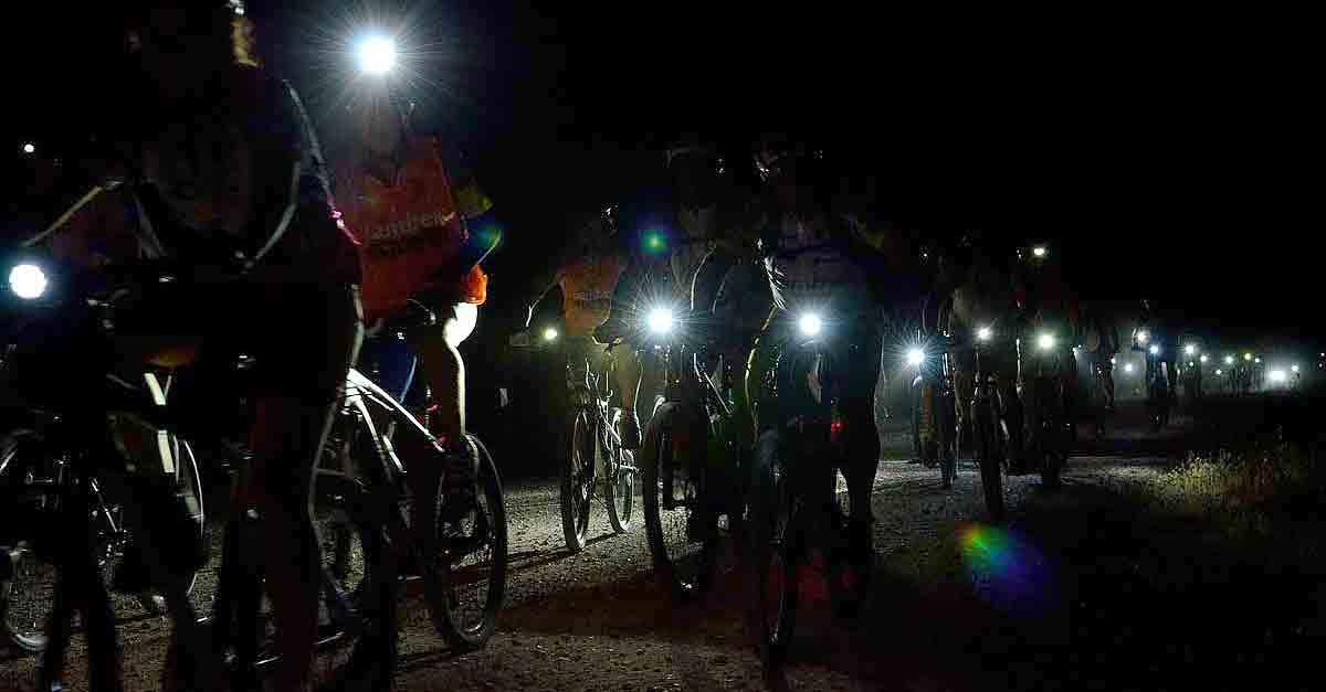 """Ruta guiada nocturna por las """"Lagunas de El Puerto"""" en bicicleta bajo la luna llena"""